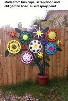 Flowers made from hubcaps garden decor - Flowers garden decor craft DIY make easy bouquet fence paint flowerpot fun ideas - # Garden Yard Ideas, Garden Crafts, Diy Garden Decor, Garden Projects, Easy Garden, Easy Projects, Backyard Ideas, Garden Beds, Garden Decorations