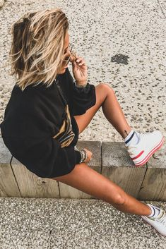 Looking for the best fanny packs for women? Check out Alexander Wang fanny packs on our website! is wearing Soft Fanny Pack Sporty Outfits, Chic Outfits, Camille Callen, Sports Illustrated Models, Womens Fashion Sneakers, Sport Girl, Bikini Models, Girl Photography, Role Models