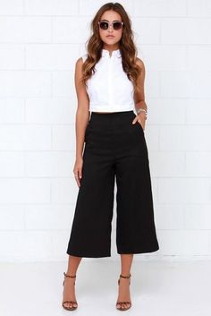 Take a look at the best black culottes in the photos below and get ideas for your own outfits! Black culottes with black ankle boots and long sleeved top Image source Fashion Mode, Work Fashion, Street Fashion, Womens Fashion, Fashion Spring, Cheap Fashion, Fashion Styles, Trendy Fashion, Fashion Trends