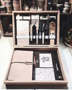 """158 Likes, 33 Comments - Katja (@kaddili.art_et.aus) on Instagram: """"Aufgrund der Inspiration von galen leather habe ich mir diese Aufbewahrungs-Kiste selber gestaltet.…"""""""