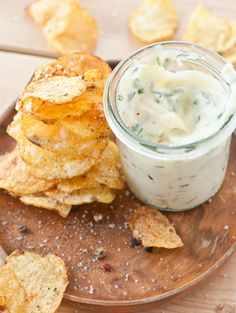 Garlic Parmesan Potatoes, Parmesan Chips, Easy Snacks, Healthy Snacks, Sliced Potatoes, Russet Potatoes, Crispy Chocolate Chip Cookies, Garlic Chips, Appetizer Recipes