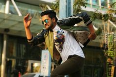Sakka Podu Podu Raja Movie Stills Film Up, Dont Touch My Phone Wallpapers, Bad Reviews, Next Film, Editing Background, Dont Touch Me, Try To Remember, One Liner, Tamil Movies