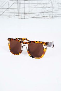 aaaef37bfead4 RetroSuperFuture Gals Strata Sunglasses at Urban Outfitters Óculos De Sol  Para Mulheres, Urban Outfitters