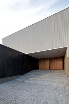 Gallery of Eagle Copters / Nicolás Lipthay Installation Architecture, Facade Architecture, Residential Architecture, Amazing Architecture, Contemporary Architecture, Landscape Architecture, Minimalist Architecture, Building Facade, Exterior Design