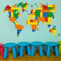 Mapa Mundo Lego decoração infantil  Aplique este Mapa Mundo Lego decoração infantil em qualquer superficie plana e sem textura (paredes, vidros, portas, mobiliário…). Decoração em vinil para a sua casa. Este produto é impresso, laminado e recortado de forma a que não fique qualquer margem branca ou transparente integrando na perfeição o vinil autocolante com o local da colocação do mesmo.