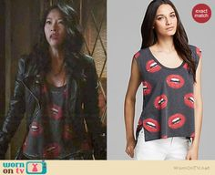 Kira's grey lips print top on Teen Wolf.  Outfit Details: http://wornontv.net/36734/ #TeenWolf