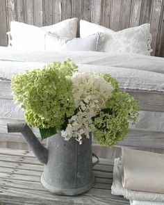 aka Buckets of Burlap Sharing our simple farmhouse lifestyle To encourage, inspire, & create To bring HIM glory Stonewall, Louisiana Fresh Farmhouse, Country Farmhouse, Country Life, Container Flowers, Cozy Cottage, Vintage Country, Decoration, Container Gardening, Hydrangea