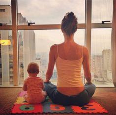 Gisele FAZ elementos Meditação matinal com hum Bebê e UMA vista.