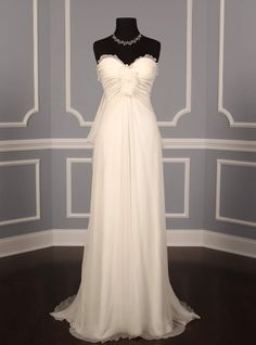 Peter Langner Ivory Silk Chiffon Eiffel Formal Wedding Dress Size 4 (S) Formal Dresses For Weddings, Wedding Dresses For Sale, Wedding Dress Sizes, Formal Wedding, Bridal Dresses, Couture Wedding Gowns, Wedding Dress Chiffon, Silk Chiffon, Discount Designer Wedding Dresses