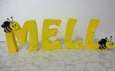 * Letras 3D personalizada em qualquer tema, para festas e decoração de ambientes em geral. Fabricação 100% artesanal em isopor e E.V.A, com apliques feitos a mão em EVA.    * Pedido mínimo de 03 letras    * As letras ficam em pé normalmente, pois, possuem largura de 2,5 cm, mas, em caso de ambien...