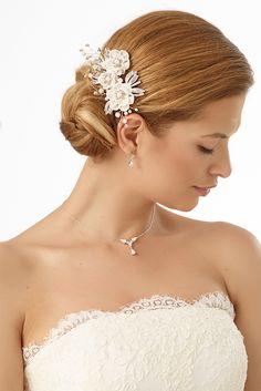 Elegant headpiece 6429 from Bianco Evento #weddingideas #bridetobe #weddingaccessories #hairjewellery #hairstyles