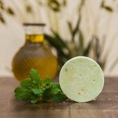 Χειροποίητο Σαπούνι Ελαιολάδου με άρωμα μέντας, για περιποίηση και αναζωογόνηση της επιδερμίδας! Onion, Vegetables, Food, Mint, Bulb, Veggie Food, Vegetable Recipes, Meals, Veggies