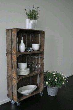 wandkastje van houten kratjes
