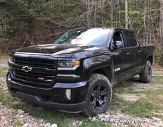 A Chevy that's a burly (if admittedly aging) reminder why Americans love pickup trucks so much. Old Dodge Trucks, Lifted Chevy Trucks, Chevrolet Trucks, Gmc Trucks, Diesel Trucks, Jeep Pickup Truck, Pickup Camper, Classic Pickup Trucks, Chevy Silverado Z71