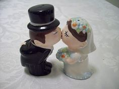 Magnetic Kissing Salt and Pepper shakers -- I need my kissing eskimos from Christmas stuff!!!
