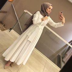 "5,365 Beğenme, 116 Yorum - Instagram'da ALEMDAĞ CADDESİ NO:72 ÜMRANİYE (@meri.store): ""VEEE KIRMIZI 😍😍😍😍 400₺ 36-42"" Islamic Fashion, Muslim Fashion, Hijab Fashion, Fashion Dresses, Modest Dresses, Modest Outfits, Dress Outfits, Formal Dresses, Hijab Style Tutorial"