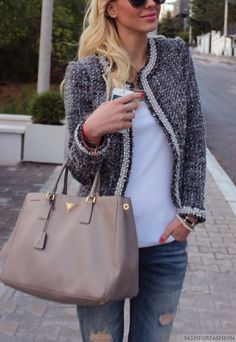 Chic in grey, white and jeans
