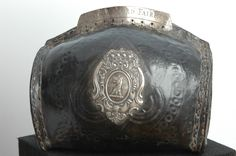 Grande fiasca da polvere Inghilterra XVII secolo cuoio e argento