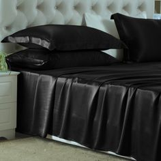 Negro, Nuestras sábanas encimeras de #seda se han fabricado con la mejor seda de #morera de #19 mm, que es hermosa, suave y lujosa. Se puede ajustar de forma natural a la temperatura del cuerpo, es resistente al polvo y te brinda un sueño maravilloso. De: https://www.oosilk.com/es/silk-flat-sheets-c.html