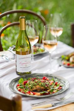 Salmon with berry sauce styling Berry Sauce, Bacchus, Al Fresco Dining, Pinot Noir, White Wine, Food Styling, Wines, Salmon, Food Photography
