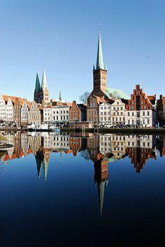 Lübeck ♥  ♥  ♥  Wir lieben Deutschland. Deutschland liebt die Trinkflasche aus Glas von EPiCO BOTTLES. Finde sie auf http://epicobottles.de/