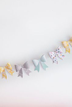 craft ideas with paper, easy paper crafts, diy: bow garland Easy Paper Crafts, Cute Crafts, Diy And Crafts, Arts And Crafts, Bunting Garland, Buntings, Party Garland, Diy Bow, 5 Minute Crafts