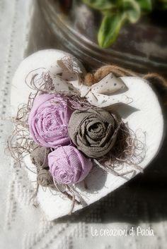 Cuore fuori porta con rose in lino
