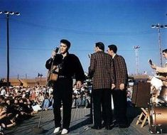 September 1956 - Elvis Returns To Tupelo The Town Of His Birth As A Big Star and Performed Two Shows At The Mississippi Alabama Fair and Dairy Show At The Tupelo Fairgrounds. Elvis Presley Day Proclaimed In Tupelo ! Elvis Presley Albums, Elvis Presley House, Lisa Marie Presley, Priscilla Presley, Scotty Moore, Elvis Collectors, Tupelo Mississippi, Suspicious Minds, The Ed Sullivan Show