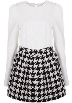 Top cuello redondo con falda pata de gallo-blanco y negro 21.25