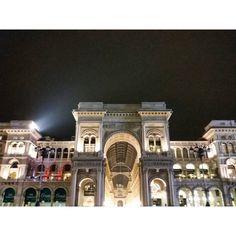 #piazzaduomomilano #galleriavittorioemanuele #milanobynight #nightlife #night #Milanoexpo  #ilbellodimilano #vivomilano #milanodavedere #milanodabere #loves_milano #igersmilano #igerslombardia #lombardia_city #igersitalia #amatelarchitettura #expo2015 #expomilano2015 #architecture #archilovers #architecturelovers #architectureporn #amatelarchitettura by tommyd89