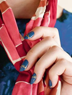 Get these nautical nails