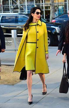 Amal Clooney styling Bottega Veneta in our favorite spring-inspired color of the moment. Amal Clooney styling Bottega Veneta in our favorite spring-inspired color of the moment. Amal Clooney, George Clooney, Pregnancy Wardrobe, Pregnancy Outfits, Pregnancy Style, Pregnancy Fashion, Celebrity Look, Celebrity Dresses, News Fashion