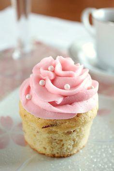 Vanilla Almond Cupcakes #cupcake #recipe