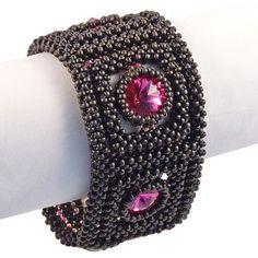 Exklusives Schmuckarmband aus Glasperlen mit Swarovski-Steinen, Echte Handarbeit.