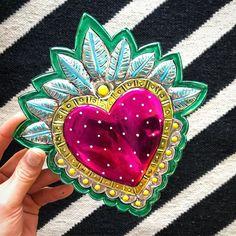 Mexican Crafts, Mexican Style, Mexican Folk Art, Metal Embossing, Tin Art, Heart Art, Sacred Heart, Art Plastique, Rock Art