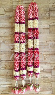 Indian Bridal Bouquet New Ideas Flower Garland Wedding, Flower Garlands, Flower Decorations, Wedding Flowers, Wedding Garlands, Floral Garland, Wedding Hall Decorations, Marriage Decoration, Wedding Arrangements