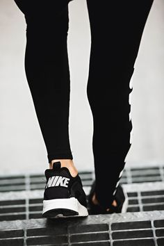 bf06b4daaa one of my favorite pairs of womens nikes Nikes Pretos