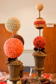 cool centerpieces Candy Centerpieces, Halloween Centerpieces, Wedding Desserts, Wedding Decorations, Wedding Ideas, Beauty Lookbook, Flower Step By Step, Fall Deco, Party Planning