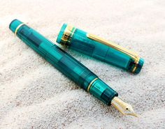 "Wanchai limited edition fountain pen transparent axis series professional gear turquoise miracle mystical transparent shaft 21 gold fountain pen ""mankind's last paradise"" Maldives nature, forever! 11-8234 * per person only one!"