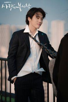 Crash Landing on You (사랑의 불시착) - Drama - Picture Gallery Kim Joong Hyun, Jung Hyun, Kim Jung, Jung Yong Hwa, Top Comedies, Korea Boy, Big Bang Top, Kdrama Actors, Korean Star
