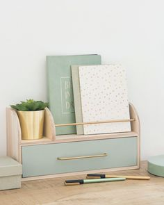 Effortless Ways To Make The Most Of Your Shoe Box Bedroom. The best organization and storage hacks to keep your small room stylish and tidy. Home Office Design, Home Office Decor, Diy Home Decor, Home Decoration, Home Office Inspiration, Room Inspiration, Deco Pastel, Cute Room Decor, Desk Organization