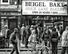 Brick Lane's famous Beigel Bake London Pubs, London Places, London Street, Vintage London, Old London, Music Colleges, East End London, Bethnal Green, Amigurumi