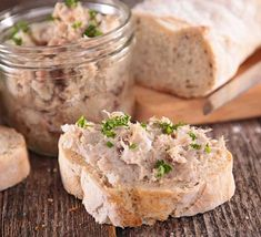 Easy, quick and delicious, the tuna rillettes are perfect for a successful aperitif! Tastyly flavored, they are spread on crisp slices of bread. It is also possible to replace the crème fraîche with fresh cheese. Cooking Bacon, Cooking Time, Cooking Recipes, How To Cook Zucchini, How To Cook Rice, Pro Cook, Cast Iron Cooking, Slice Of Bread, Ciabatta