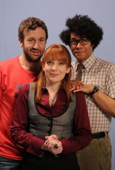 The IT Crowd's main cast: Chris O'Dowd as Roy Trenneman, Katherine Parkinson as Jen Barber and Richard Ayoade as Maurice Moss Richard Ayoade, British Sitcoms, British Comedy, British Humor, Series Movies, Tv Series, Movies And Tv Shows, Chris O'dowd, Comedy Tv