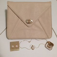 """Chic Purse/tablet case Super cute and classy purse that doubles as a case for your iPad or tablet! Color is a beige/light pink with a gold chain. Two pockets on the inside, one for your tablet and the other one for anything. There is a magnetic flap on the back for you to view/ use your tablet. :) chain is 22"""" from top of purse to where it would rest on your shoulder! Bags"""