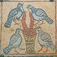 Kulinarstvo kroz vekove: Antička kuhinja: In perdice - Kuvane jarebice u so. Mosaic Birds, Mosaic Art, Ancient Rome, Ancient Art, Small Icons, Art Diary, Roman Art, Ancient Jewelry, Medieval Art