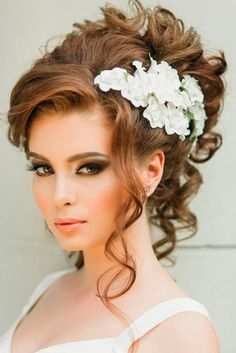 33 Elegant Wedding Hairstyles for Long Hair We've picked wedding hairstyles for long hair that can make any bride look miraculous. The most complimenting hairstyle can make a big difference to the way you look. http://glaminati.com/wedding-hairstyles-for-long-hair/
