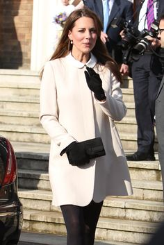 Kate Middleton Shines in White For an Official Visit With Prince William: Kate Middleton donned a white jacket.: Kate Middleton wore a collared white jacket with black gloves. Kate Middleton Kids, Princess Kate Middleton, Kate Middleton Style, Celebrity Maternity Style, Maternity Fashion, Maternity Wardrobe, Maternity Wear, Mom And Baby Outfits, Baby Bump Style
