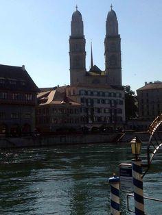 Grossmünster im Hintergrund. Vorne die Limmat. Burj Khalifa, Zurich, San Francisco Ferry, Building, Travel, Viajes, Buildings, Traveling, Trips