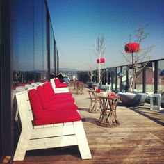 Enjoy a drink and an amazing view from the roofbar at the Hotel Vienna. Visit Austria, Vienna Austria, Trendy Bar, Bars And Clubs, Museum, Urban Architecture, Rooftop Bar, Four Square, Hotels